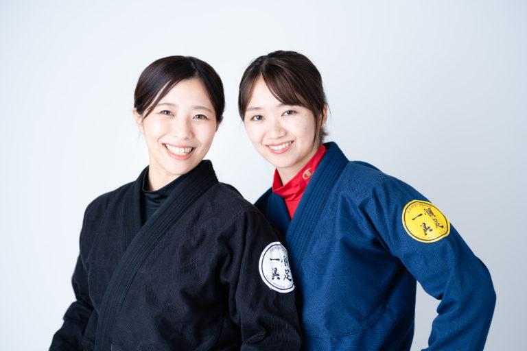 柔術女子二人笑顔