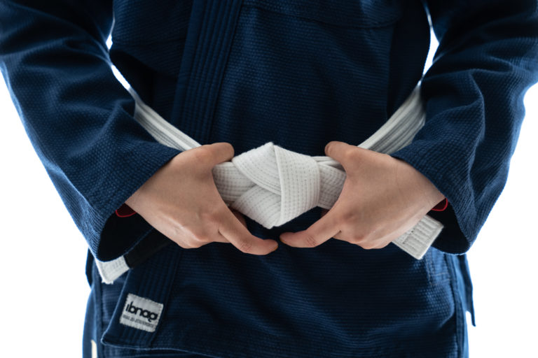 帯を持つ柔術家