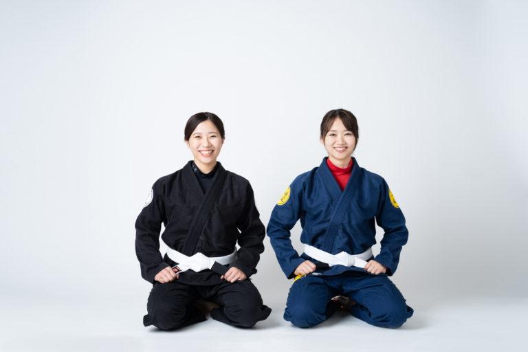 柔術女子二人正座